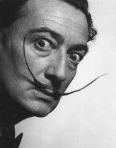 Dalí, con sus característicos bigotes.