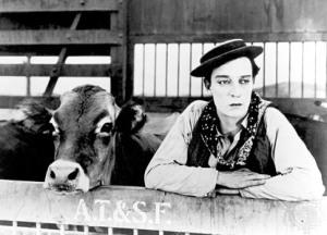 El actor Buster Keaton, con la vaca.