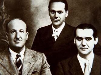 Con Lorca, a la derecha, y Luis Cernuda, detrás. Mis tres poetas preferidos de la generación.