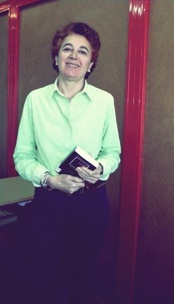 Aurora Amorós, siempre con un libro en la mano