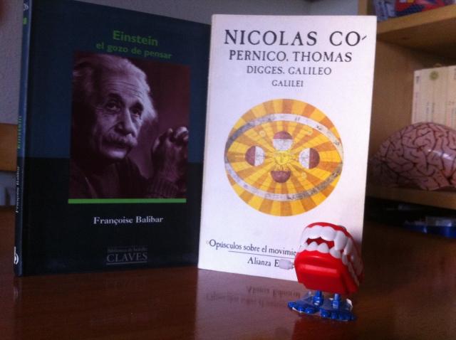 Risitas nos trae dos figuras clave de la historia de la ciencia: Einstein y Copérnico