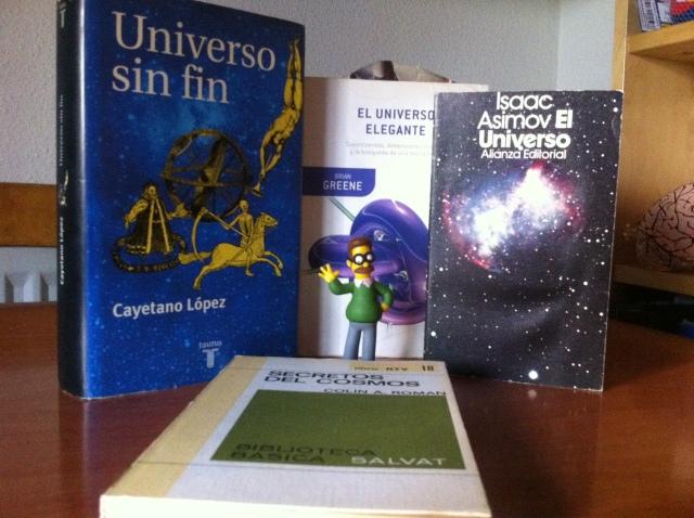 Flanders no entiende nada del Big Bang. Los libros que están detrás de él son muy chulos